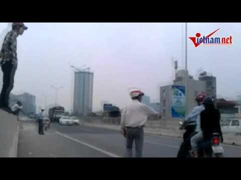 """Hình ảnh dịch vụ """"lạ"""" trên cầu Thanh Trì   Xã hội   Dân trí"""