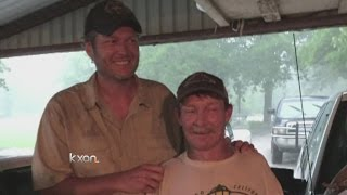 Blake Shelton helps Oklahoma man stuck in high water