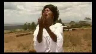 Download Angela Chibalonza- Inua moyo wangu MP3 song and Music Video