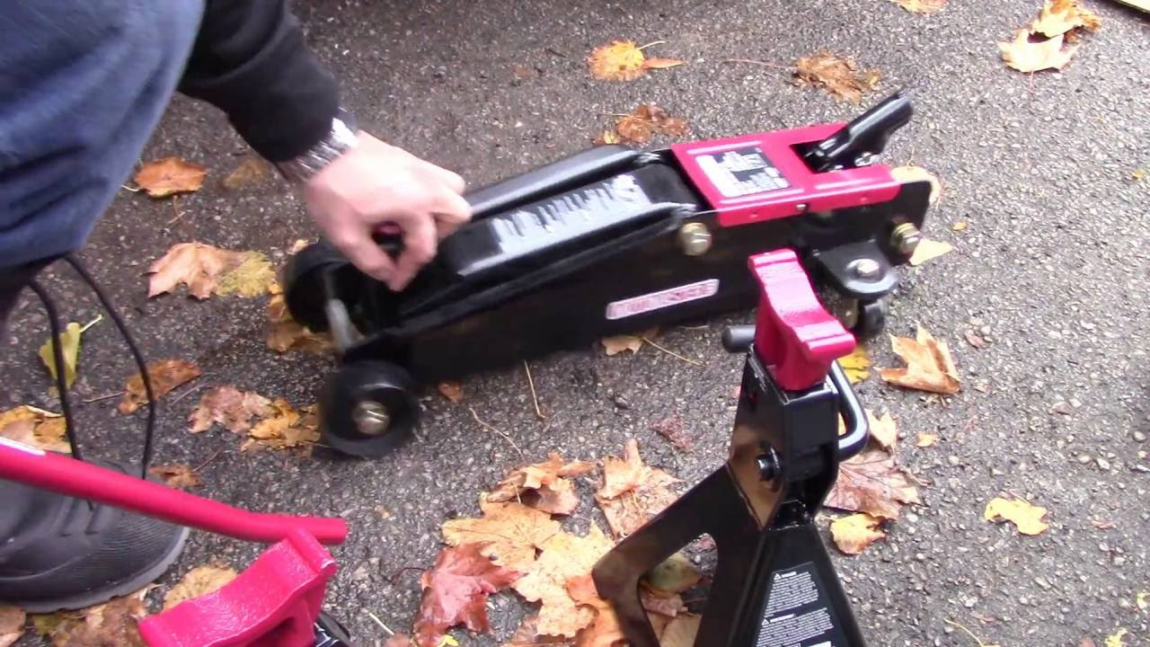 Unboxing/Review Of The Motomaster 3 Ton SUV Floor Jack