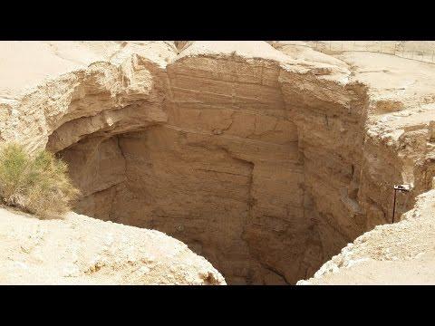 Amazing Hole, Sinkhole In Al Kharj City | Riyadh Province, Saudi Arabia
