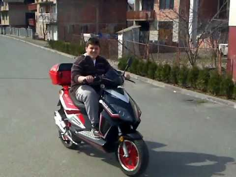 Edo Vozi Skuter Keeway Matrix 50 Ccm Youtube
