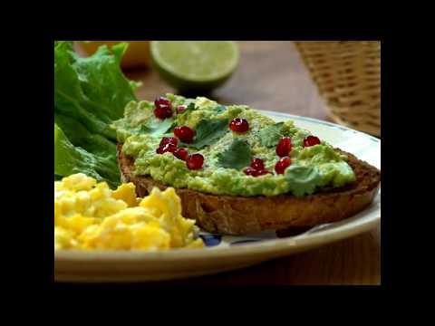 tartine-d'avocat-et-œufs-brouillés---les-carnets-de-julie
