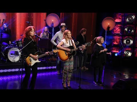 "Sheryl Crow - ""Live Wire"" Ft. Bonnie Raitt & Mavis Staples Performance"