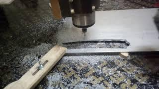 Фрезерую кривые линейки для выравнивания поверхности из скульптурного пластилина