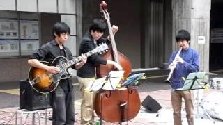 横浜ジャズプロムナード2011/10/09 関内駅前街角ライブ!!! ベニーグ...