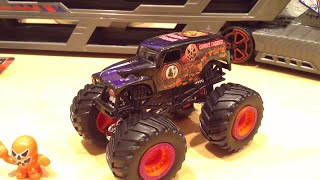 Hot Wheels 2014 Limited Edition Halloween Grave Digger Monster Jam Truck!