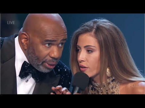 Miss Costa Rica bromea con Steve Harvey