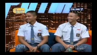 Download Video [ HITAM PUTIH ] Inilah Dua Anak SMA yang Melawan Teroris di Bandung MP3 3GP MP4