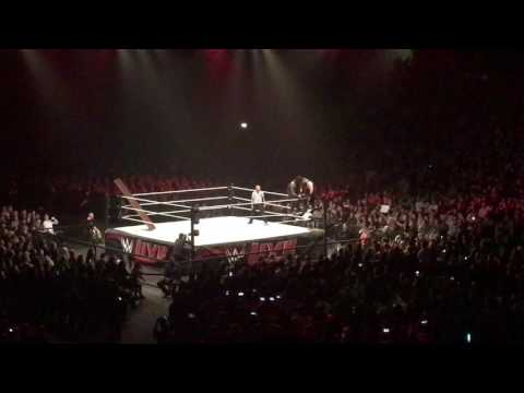 ROMAN REIGNS VS. KEVIN OWENS VS. CHRIS JERICHO @ WWE LIVE HANNOVER 2017 TUI ARENA 1080p FIGHT