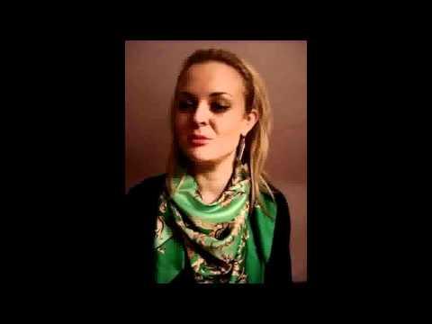 Belgian girl singing Do Panjereh, a song by Googoosh