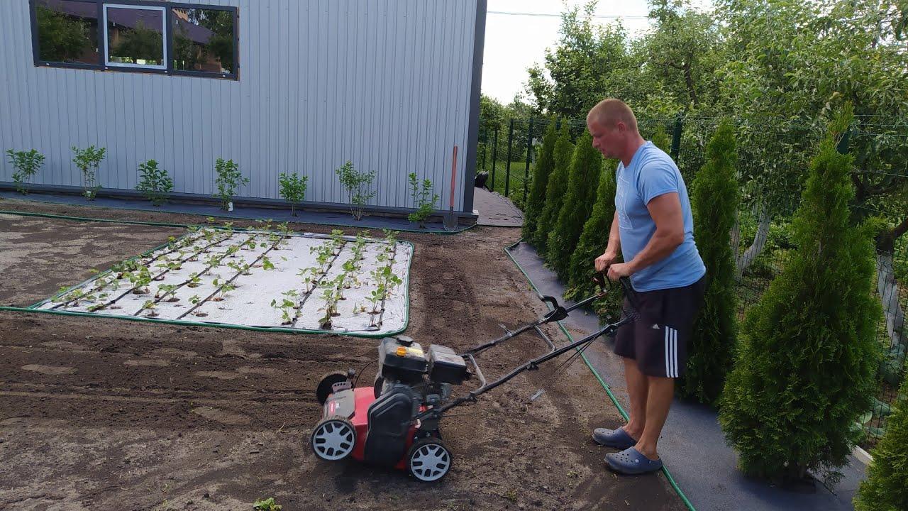 Применение аэратора при посеве газона.