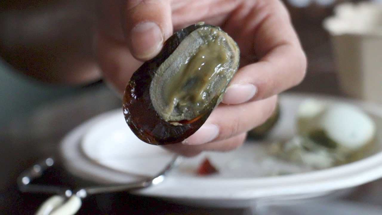 1000 Year Old (Century) Egg - Food Review