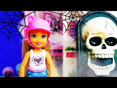 halloween-horror-barbie-hospital-doctor-play