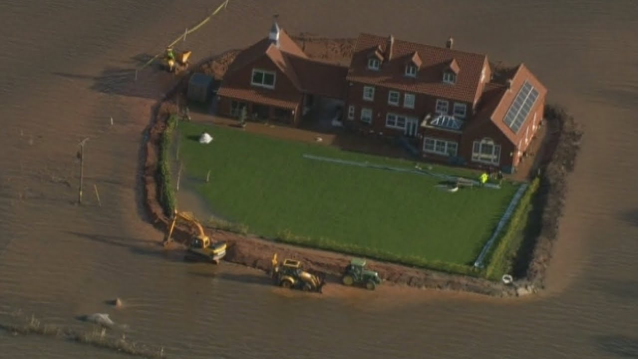Floods in Somerset: Island house as owner builds makeshift flood barricade