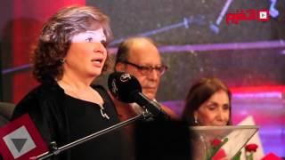 بكاء إلهام شاهين أثناء تسلمها جائزة تكريم الراحل ممدوح عبد العليم (اتفرج)