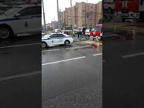 Автобус врезался в стол на Энтузиастов в Москве. Пострадали 14 пассажиров.Обзор с места происшествия