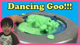 DANCING GOO Cornstarch and water Easy science experiment for kids