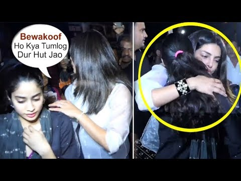 Priyanka Chopra PROTECTS Jhanvi Kapoor From CRAZY Fans Trying To Touch Her Mp3
