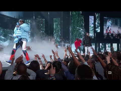 "Migos Performs ""T-Shirt"" & ""Bad & Boujee"" At 2017 BET Awards (REACTION)"