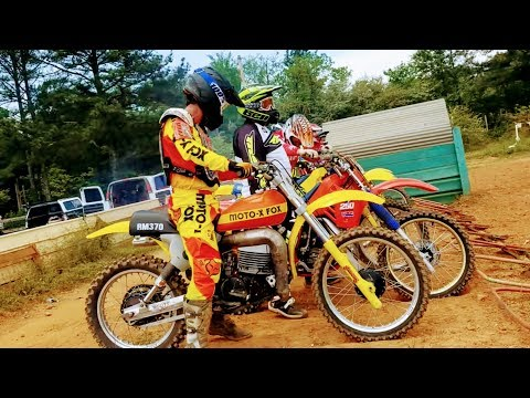 Classic Dirt Bike Racing Is So Cool. These Bikes Are Fast!!