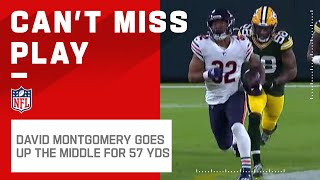 David montgomery takes the handoff straight up middle for a big gain. chicago bears take on green bay packers during week 12 of 2020 nfl seas...