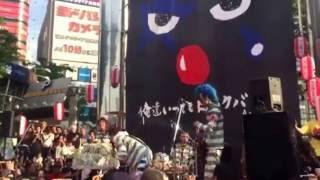 2016年9月25日。新宿アルタ前にてニューロティカのフリーライブが行われ...