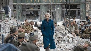 Alemania se rinde. Soldados rusos cantan el himno soviético. / Soviet Anthem
