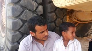 مقاول من قبيلة العييادة وأبنه فى أستراحة عمل من الحفر أغسطس 2014