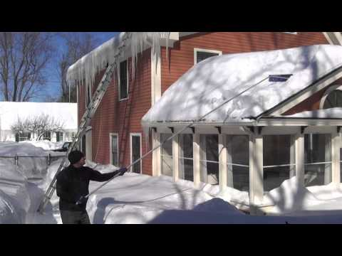 Removing snow from a roof tips on removal and snow loads for Snow loads on roofs