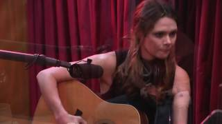 """Honey Honey Performs Suzanne's Song """"Ghost in My Bed"""" - The Joe Rogan Experience"""