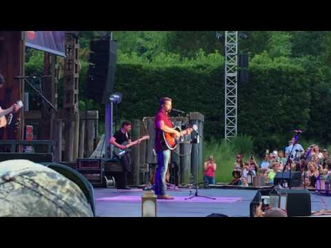 Hometown girl josh turner
