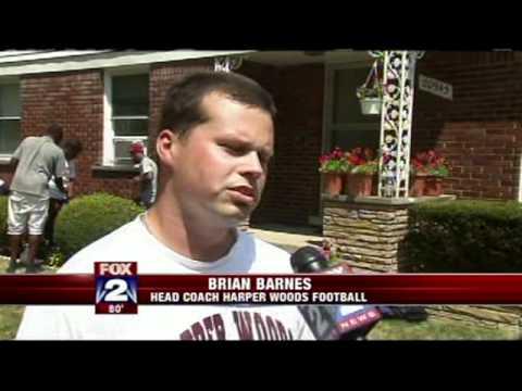 Harper Woods Football Program Helping In The Community