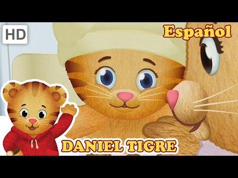 Daniel Tigre en Español 👶 Compartiendo Cosas Viejas con un Nuevo Bebé | Videos para Niños