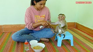 OMG!! Monkey Kako Crying Because He Cannot Wait Mom Feed Special Porridge With Vegetables