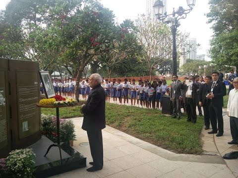 PM Modi pays homage at the INA Memorial Marker in Singapore