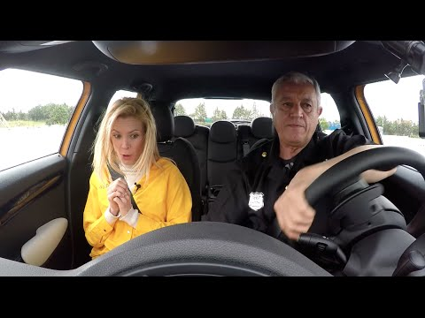 Maggie Civantos, se pone a prueba en un reto de conducción evasiva - Centímetros Cúbicos