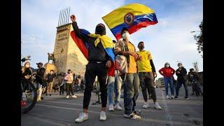 Velas y música acompañaron manifestaciones pacíficas en Bogotá