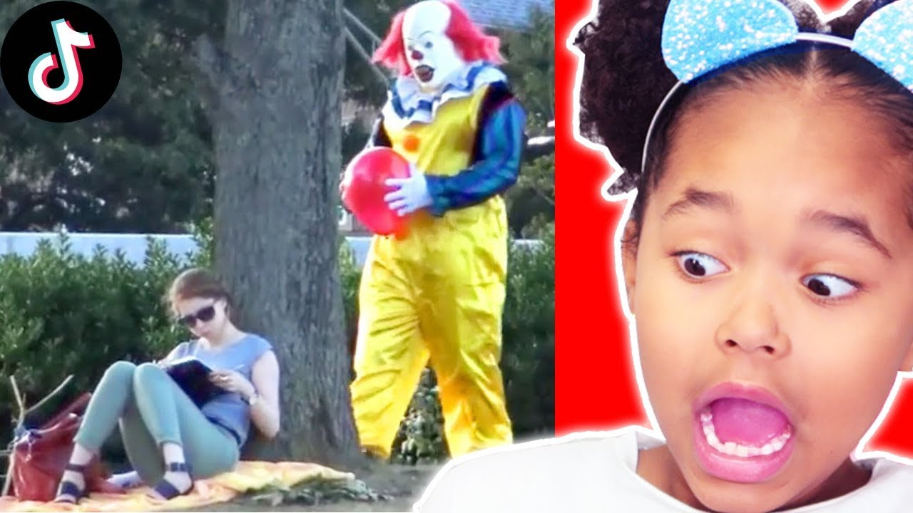 Download RÉACTION aux PIRES TIK TOK videos NOEL 2019 !   Try Not To Laugh Challenge