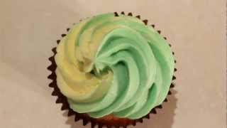 #10 Two Tone Frosting - How to Pipe 2 Colour Swirl Frosting on Cupcakes by 22do