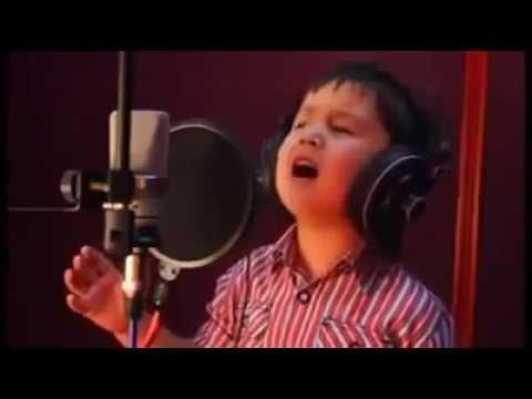 Little afghan Boy amazing singer. Chaki Chaki Baran