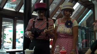 Sammie and Tudie Sing Blitzkrieg Bop on Ukulele