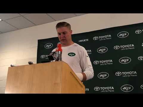 Jets' Josh McCown reacts to broken left hand