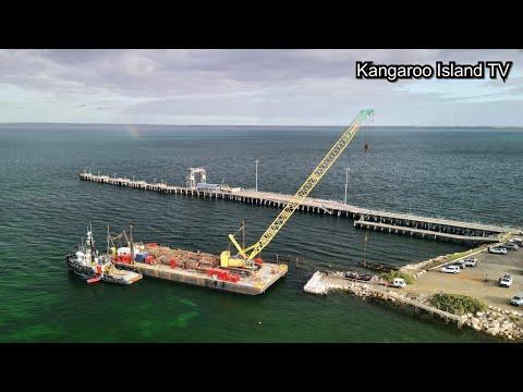 Construction barge departs Kingscote wharf *hyperlapse