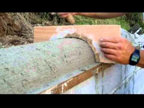 Revoque zarpadeado muro de contenci n con hormig n y for Construir muro de bloques