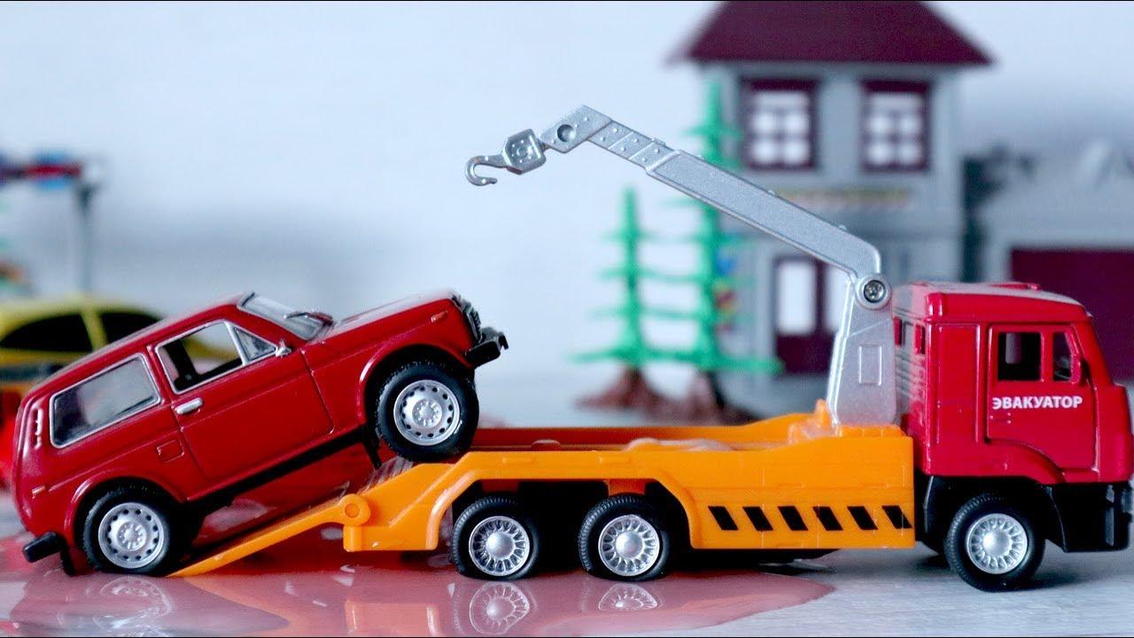 Игрушечные машинки. Авария на дороге. Полицейские машины и ...