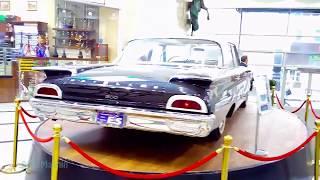 Ретро выставка автомобилей.