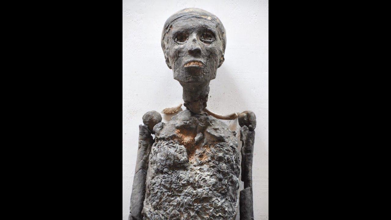 Making the replica mummy of King Tutankhamun - YouTube