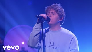 Gambar cover Lewis Capaldi - Someone You Loved (Live on Ellen)