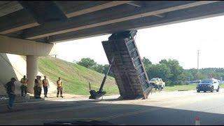 Những pha gây tai nạn ngu người nhất của xe tải